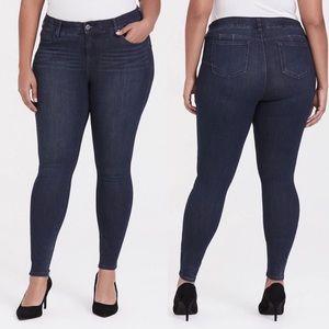 Torrid dark wash classic skinny jeans; plus size